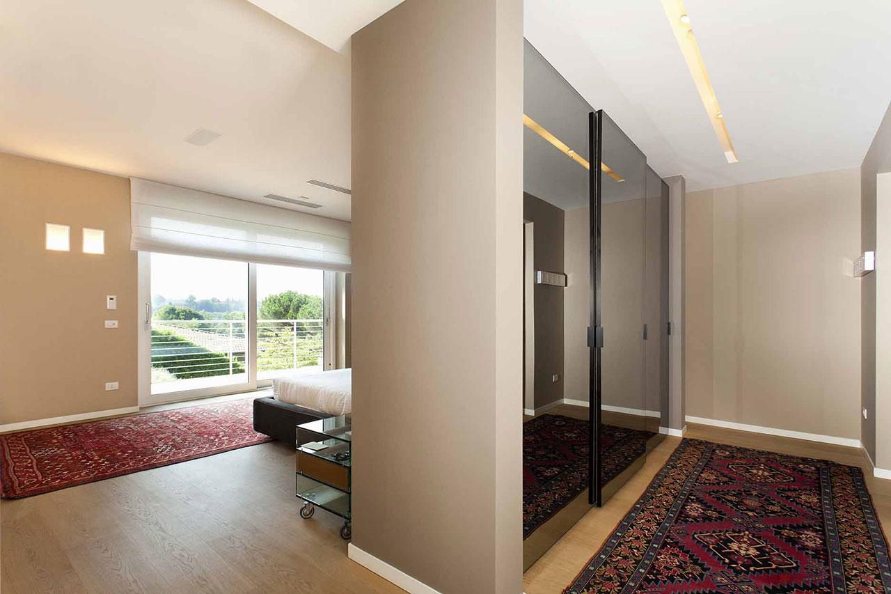 Relax ed eleganza in villa - Guardaroba - Ellepi Interior Design